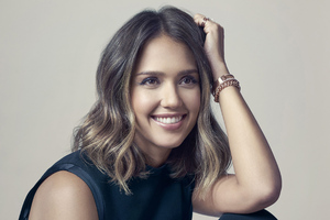 Jessica Alba Smiling 4k Wallpaper