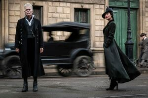 Johnny Depp And Poppy Corby Tuech In Fantastic Beasts 2 The Crimes Of Grindelwald 2018