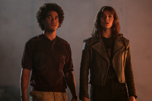 Jorge Lendeborg Jr As Memo And Hailee Steinfeld In Bumblebee Movie 2018