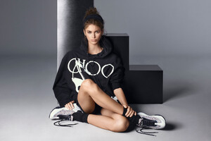 Kaia Gerber For Jimmy Choo 2019 Wallpaper
