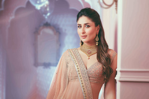 Kareena Kapoor Malabar Gold Wallpaper