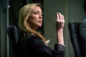 Katie Cassidy In Arrow Season 6 Episode 10