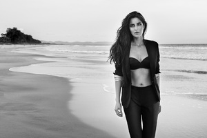 Katrina Kaif Monochrome HD Wallpaper
