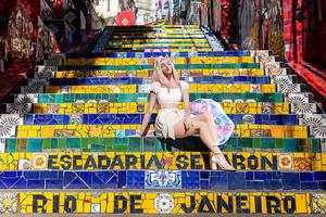 Kda Sitting On Stairs Lol 4k Wallpaper