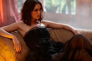 Keira Knightley Black Dress Wallpaper