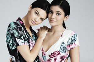 Kendall And Kylie Jenner Pacsun Photoshoot 4k Wallpaper