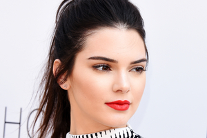 Kendall Jenner 2 Wallpaper