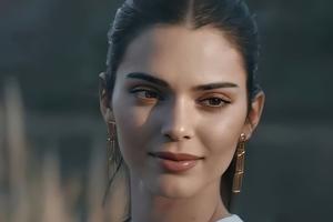 Kendall Jenner Cute Smile 5k Wallpaper