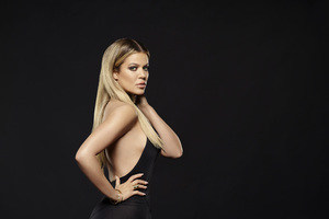 Khloe Kardashian Keeping Up With The Kardashians Season 14 2018 Wallpaper