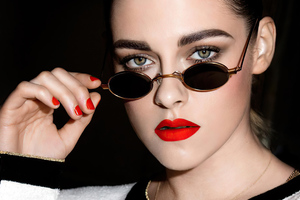 Kristen Stewart Roberi And Fraud Doris Sunglasses Wallpaper