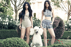 Kylie And Kendall Jenner PacSun Holiday Collection 2018 Wallpaper