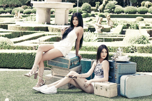 Kylie And Kendall Jenner PacSun Holiday Collection 5k Wallpaper