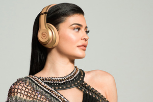 Kylie Jenner Beats Campaign Wallpaper