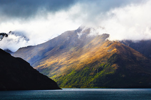 Lake Wakatipu And Surrounding Mountains
