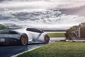 Lamborghini Huaracan White Wallpaper