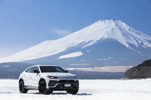 Lamborghini Urus Mountains