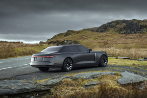 Land Rover Sedan Wallpaper