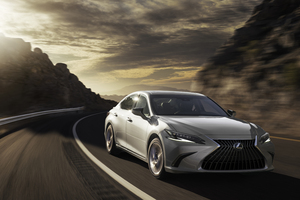 Lexus ES 300h 8k Wallpaper
