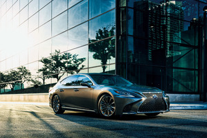 Lexus LS 500h 2017 Wallpaper