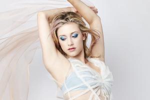 Lili Reinhart 2019
