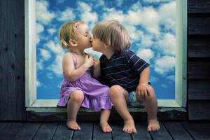 Little Boy Little Girl Cute Kiss Wallpaper