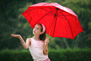 Little Girl In Rain With Umbrella 4k Wallpaper