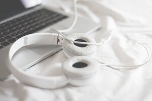 Macbook Beats Headphones Wallpaper