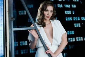 Maggie Gyllenhaal In White Dress