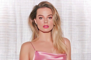 Margot Robbie In Pink Dress 4k Wallpaper