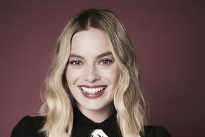 Margot Robbie Smiling 5k Wallpaper