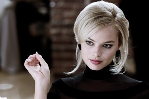 Margot Robbie Woman