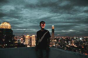 Mask Neon Guy 4k