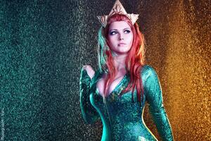 Mera Cosplay Aquaman Wallpaper