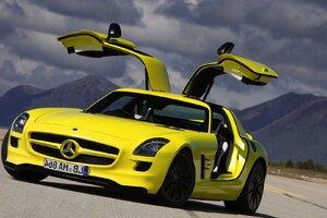 Mercedes Benz SLS AMG Yellow