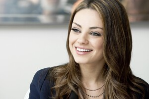Mila Kunis Cute Smiling Wallpaper