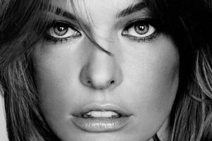 MIlla Jovovich Monochrome Wallpaper