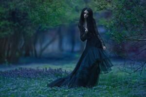 Model In Amazing Black Dress Wallpaper