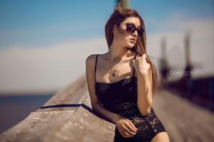 Model Outdoor Sunglasses 4k Wallpaper