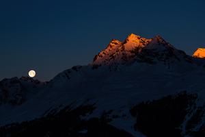 Moon Setting Sun Rising 5k