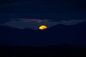 Morning Moonset 4k Wallpaper