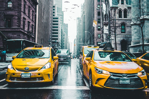 New York Taxi Wet Roads Tall Buildings 5k