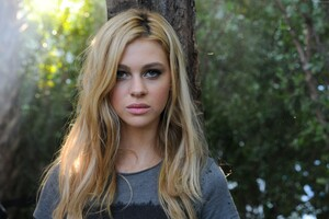 Nicola Peltz American Actress Wallpaper