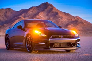 Nissan GTR In Desert Wallpaper