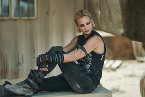 Nora Arnezeder Army Of The Dead Wallpaper