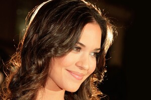 Odette Annable Smiling Wallpaper