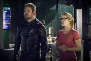 Oliver Queen And Felicity Smoak In Season 6