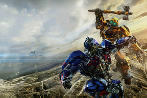 Optimus Prime VS Bumblebbe Transformers The Last Knight Wallpaper