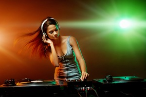 Party Dj Girl Wallpaper