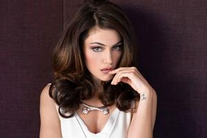 Phoebe Tonkin 2