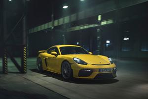 Porsche 718 Cayman GT4 5k